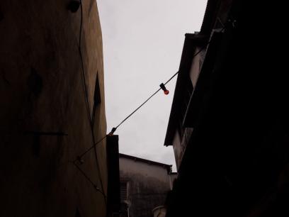 Walk through this narrow alleyway to Carnavon Street