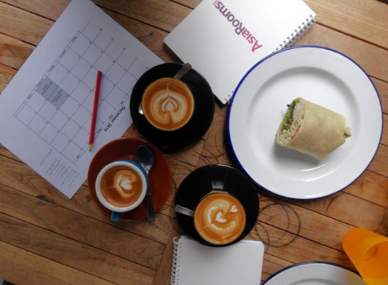 December editorial catch-up at Sarnies on Telok Ayer Street. What a good-looking latte!