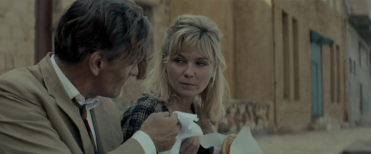 A Greek donut for his wife; Chester MacFarland (Viggo Mortensen) and Colette (Kirsten Dunst) on the run from Athens to Iraklion.